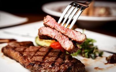 Kelihatannya Mudah, Ini Kesalahan saat Masak dan Makan Steak