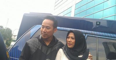 Denny Cagur Bantah Isu Adopsi Anak untuk Pancingan Istri Hamil