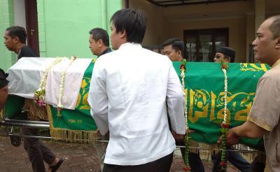 Jenazah Ade Irawan Diberangkatkan ke TPU Tanah Kusir