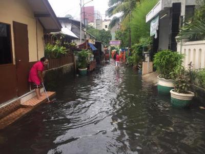 Banjir Melanda Permukiman di Kelurahan Gunung Jakarta Selatan