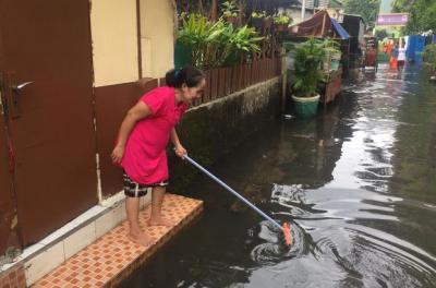 96 Petugas PPSU Dikerahkan Atasi Banjir di Kebayoran Baru