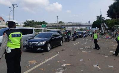 Demo Buruh di Gedung DPR Berakhir, Arus Lalu Lintas Kembali Dibuka