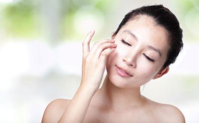 Lebih Modis, Generasi Z Sudah Pakai Skincare Sejak 19 Tahun