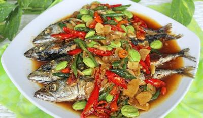 Ikan Salem Siram Cabai Petai, Aromanya Sedap!