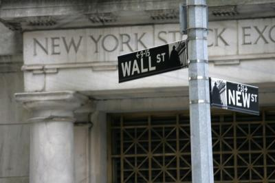 Wall Street Anjlok, Virus Korona Redam Optimisme Investor