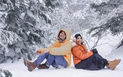Anisa Rahma Main Salju di Jepang Bareng Suami, Mesranya Bikin Iri
