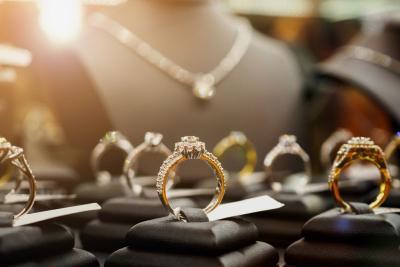 Tes Kepribadian, Girls Kamu Cocok Pakai Perhiasan Mahal Apa?