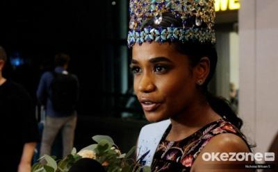 Liliana Tanoesoedibjo Beri Kenang-Kenangan untuk Miss World 2019 Toni Ann-Singh