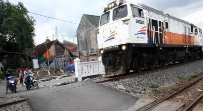 Pria Tertabrak Kereta Dekat Stasiun Sudirman, Diduga Bunuh Diri