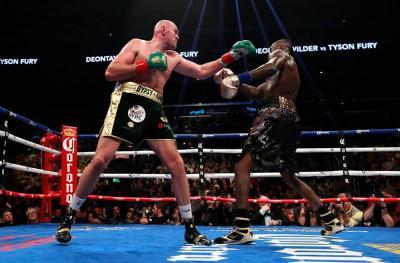 Deontay Wilder vs Tyson Fury Jilid 2, Ini Prediksi Beberapa Petinju Dunia