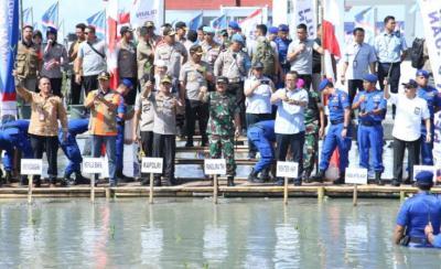 Panglima TNI-Kapolri Tanam Mangrove dan Tebar Bibit Ikan di Banten