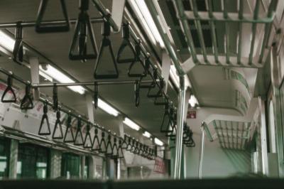 Kereta Jepang Berhenti karena Penumpang Batuk Tanpa Masker, Begini Kronologinya
