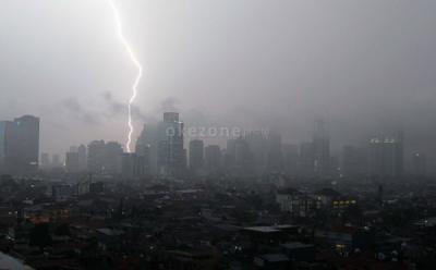 Hujan Ekstrem Guyur Jabodetabek hingga Tengah Malam, BNPB Imbau Waspada