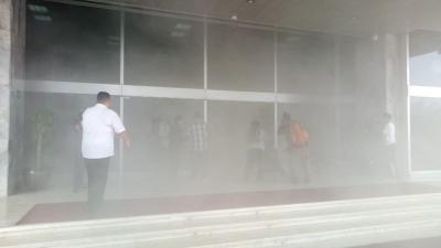 Gedung DPR Sempat Dikira Kebakaran, Kenali Bahaya Asap bagi Pernapasan