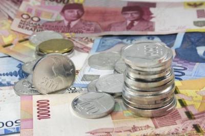 Rupiah Ditutup Melemah di Rp13.886 USD