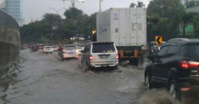 Hampir Sampai Tempat Kerja, Haris Terpaksa Balik Pulang Akibat Banjir Jakarta