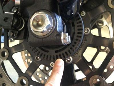 Perhatikan Ini untuk Menjaga Rem Motor Berteknologi ABS