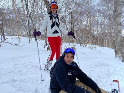 Mesranya Nia Ramadhani dan Ardi Bakrie Liburan Main Ski di Jepang