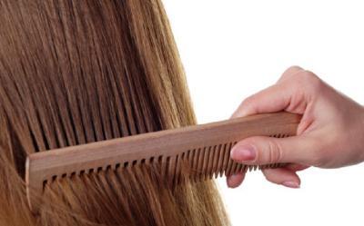 4 Cara Merawat Rambut saat Musim Hujan