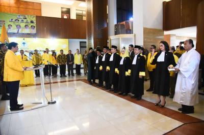 Airlangga Hartarto Lantik 7 Hakim Mahkamah Partai Golkar Periode 2019-2024