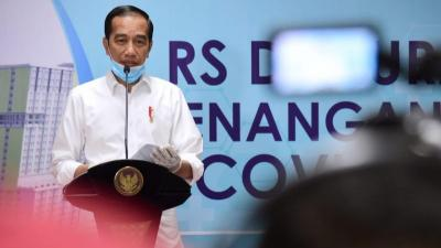 Lawan Covid-19, Jokowi: Pastikan Dokter Bekerja Aman dengan Alat yang Memadai