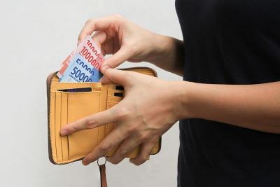 Rupiah Kian Melemah ke Rp16.450 USD