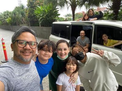Physical Distancing, Ersa Mayori Ngobrol Bareng Keluarga Mona Ratuliu dari Mobil