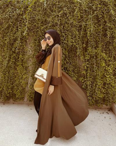 Gaya Hijab Cokelat Kekinian ala Zaskia Sungkar dan Zaskia Mecca