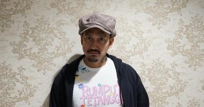 OOTD di Rumah, Tora Sudiro Bikin Salah Fokus