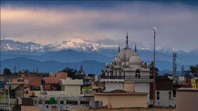 COVID-19 Membuat Himalaya Terlihat dari India Pertama Kali dalam 30 Tahun