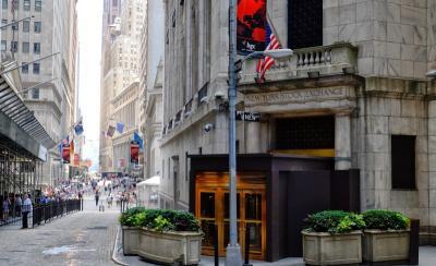 Wall Street Anjlok Imbas Memanasnya Hubungan AS-China