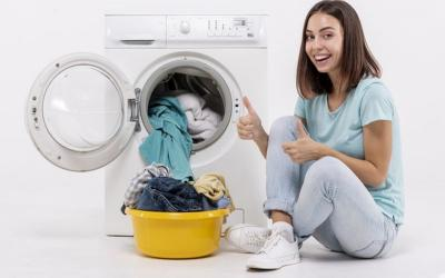 Setelah Bepergian, Ini 6 Cara Mencuci Baju yang Benar agar Virus Corona Mati