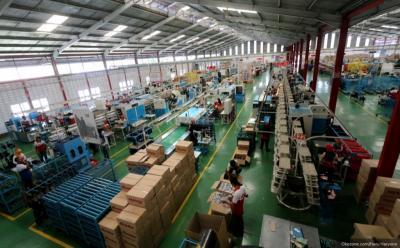 Pekerja Pabrik Dinilai Aman Covid-19, Airlangga: Transportasinya yang Perlu Diatur