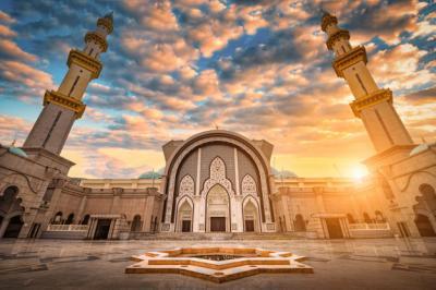 Besok Masjid di Saudi Dibuka, Jamaah Wajib Bawa Sajadah Sendiri
