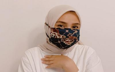 Kreasi Elegan Padupadan Hijab dan Masker ala Ria Miranda