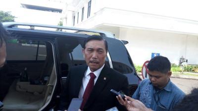 Menko Luhut: Utang untuk Penanganan Covid-19 RI Lebih Rendah dari Singapura