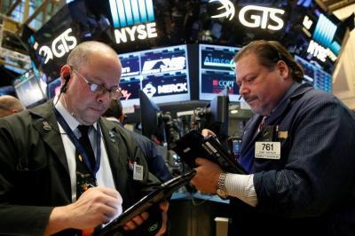 Wall Street Menguat Abaikan Kerusuhan di AS