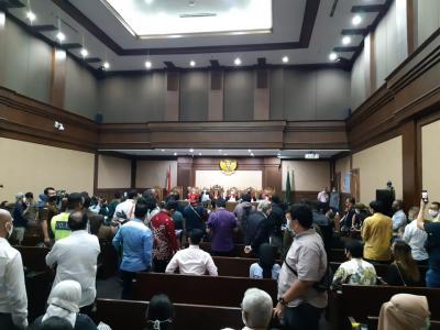 Sidang Perdana Kasus Jiwasraya Disesaki Pengunjung di Tengah Corona