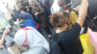 KRL Jakarta Kota-Bogor Padat Penumpang, Tidak Ada Jarak