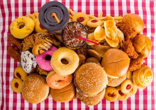 Ilustrasi junk food. (Foto: Shutterstock)