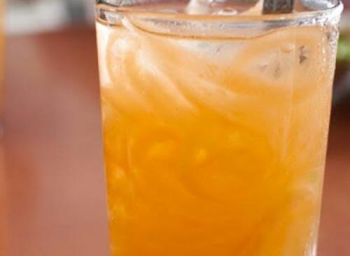 Blewah merupakan salah satu buah yang mengandung banyak air.