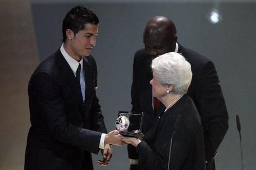 Cristiano Ronaldo raih FIFA Puskas Award