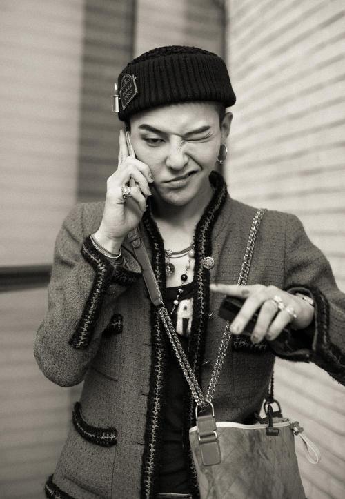 Sementara G-Dragon akan menyelesaikan masa tugasnya pada 26 Oktober 2019. (Foto: Allkpop)