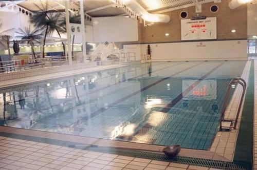 Ilustrasi kolam renang. (Foto: Mirror)