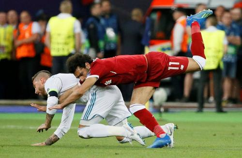 Sergio Ramos vs Mohamed Salah (Foto: Reuters)