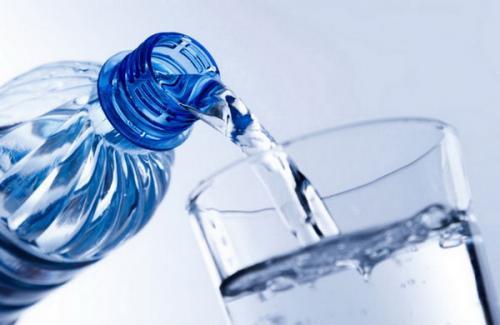 Air minum botol plastik
