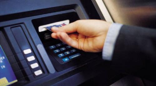 Ilustrasi penarikan uang di ATM. (Ist)
