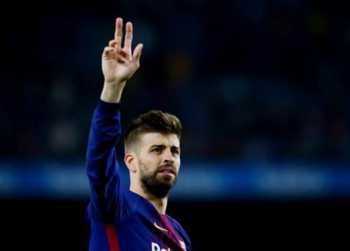 Gerard Pique saat membela Barcelona