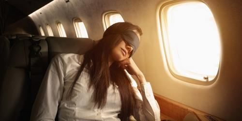 Perempuan di pesawat