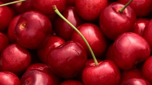 Buah kecil berwarna merah yang manis ini memiliki banyak manfaat untuk kesehatan.